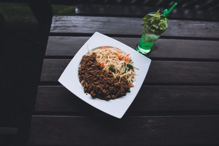 spaghetti Bolognese with virgin mojito